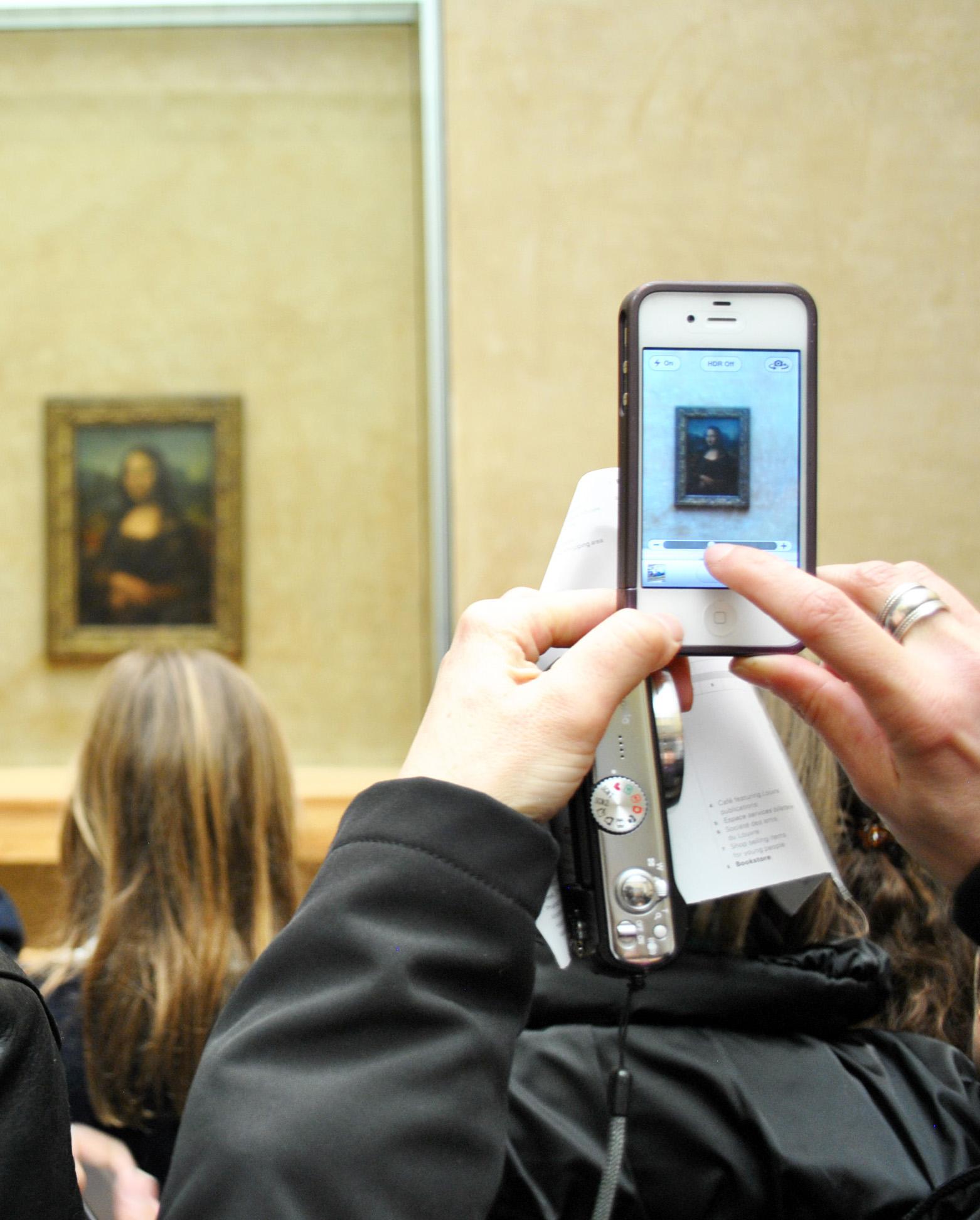 MonaLisa_fotografiada_en_el_Louvre